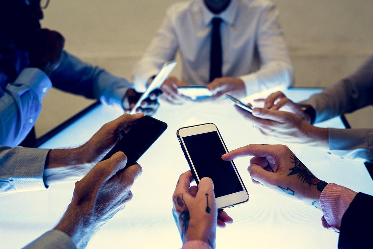 Smartphones vs. Two-Way Radios in Business